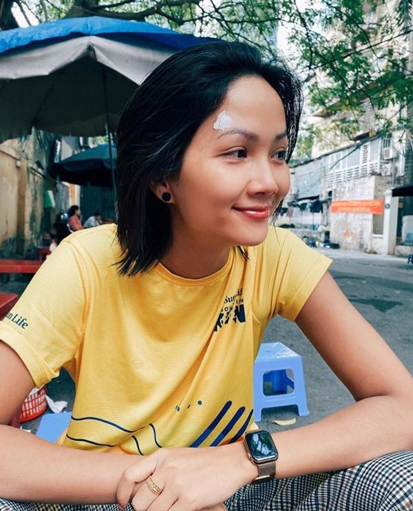 Sao Việt làm tóc đón Tết: Thiều Bảo Trang giận tím người, Elly Trần như búp bê sống-5