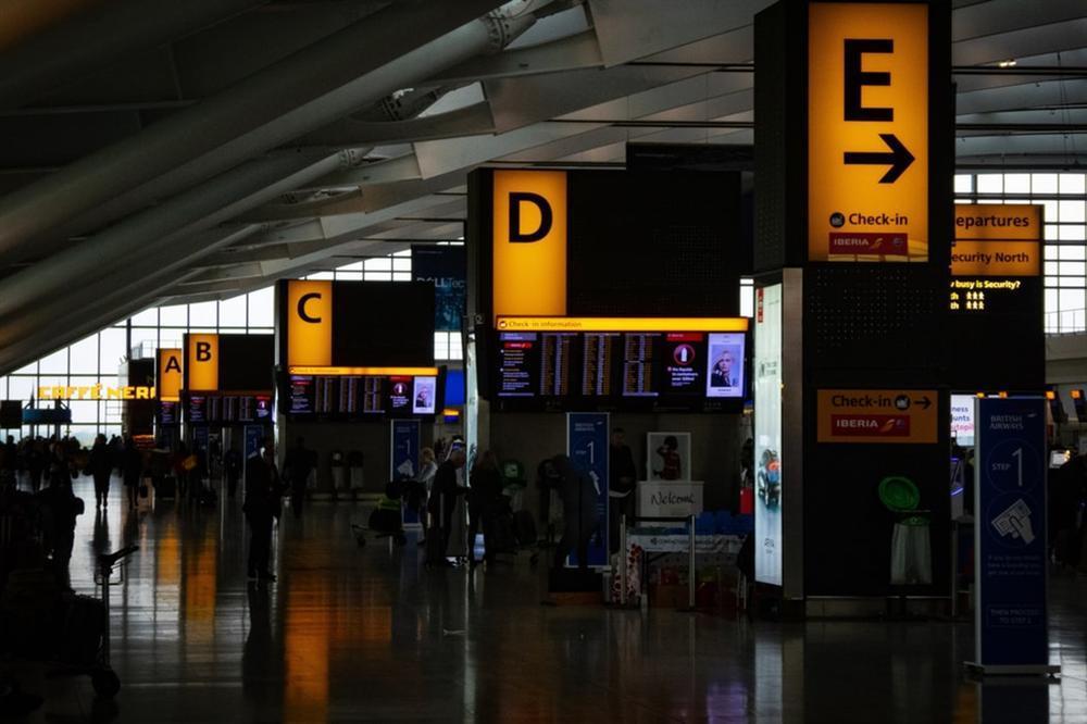 Vì sao không nên ngáp khi qua cửa an ninh ở sân bay?-2