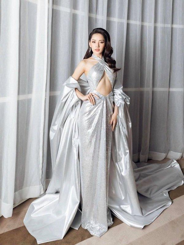 Chi Pu khoe vòng 1 nóng bỏng và cơ bụng săn chắc trong váy bạc cắt xẻ khiến fan trầm trồ-1
