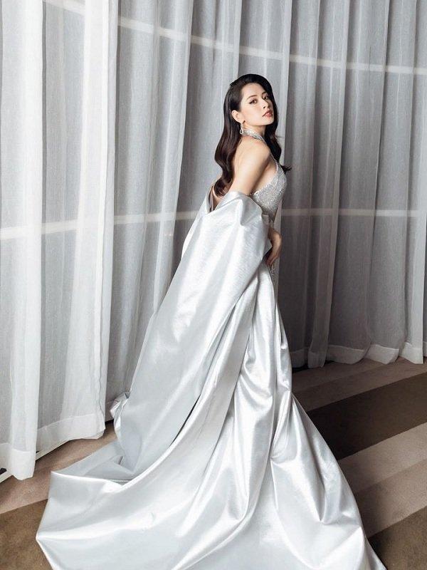 Chi Pu khoe vòng 1 nóng bỏng và cơ bụng săn chắc trong váy bạc cắt xẻ khiến fan trầm trồ-2