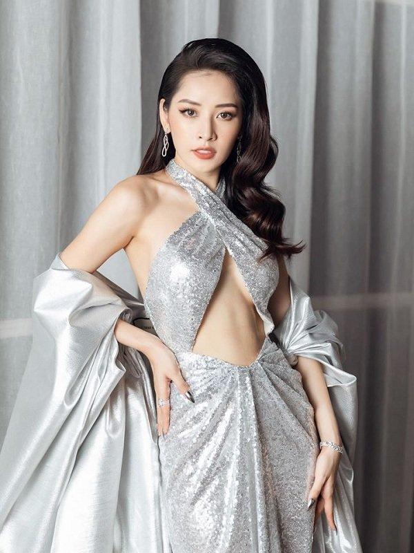 Chi Pu khoe vòng 1 nóng bỏng và cơ bụng săn chắc trong váy bạc cắt xẻ khiến fan trầm trồ-3