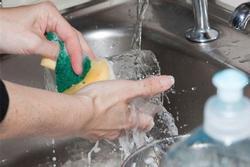 Những sai lầm độc khủng khiếp khi rửa bát ngày Tết, nhà nào đang mắc phải bỏ ngay
