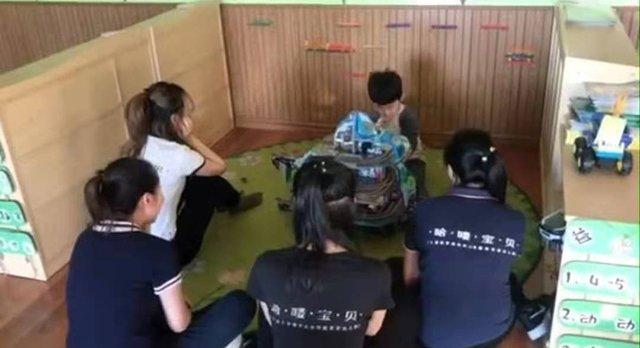 Bé trai mẫu giáo số hưởng được 6 cô giáo xinh đẹp phục vụ và sự thật bất ngờ-3