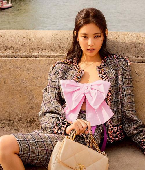 Jun Vũ, Thảo Tâm mặc áo nhái Jennie-2