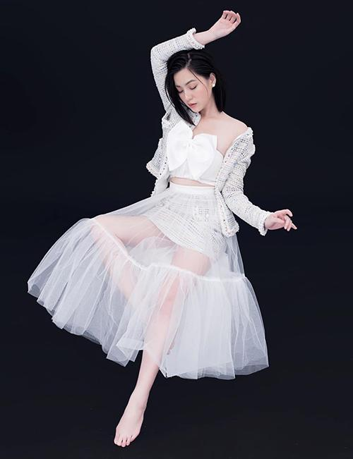 Jun Vũ, Thảo Tâm mặc áo nhái Jennie-7