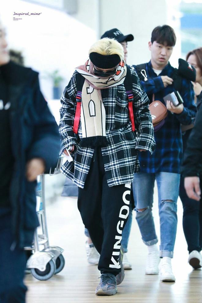 Mino (WINNER) mặc đồ hoa lá theo phong cách người già ra sân bay-3