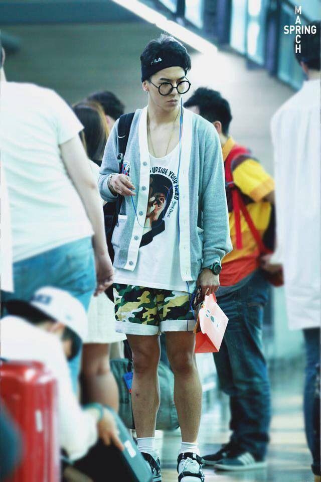 Mino (WINNER) mặc đồ hoa lá theo phong cách người già ra sân bay-4