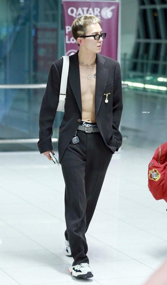 Mino (WINNER) mặc đồ hoa lá theo phong cách người già ra sân bay-6