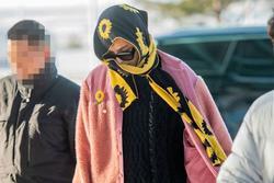 Mino (WINNER) mặc đồ hoa lá theo phong cách người già ra sân bay