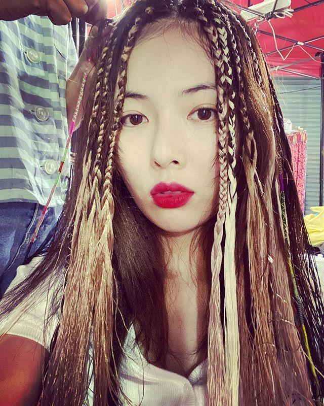 HyunA bị ném đá khi khoe ảnh tết tóc giống phụ nữ da màu-1