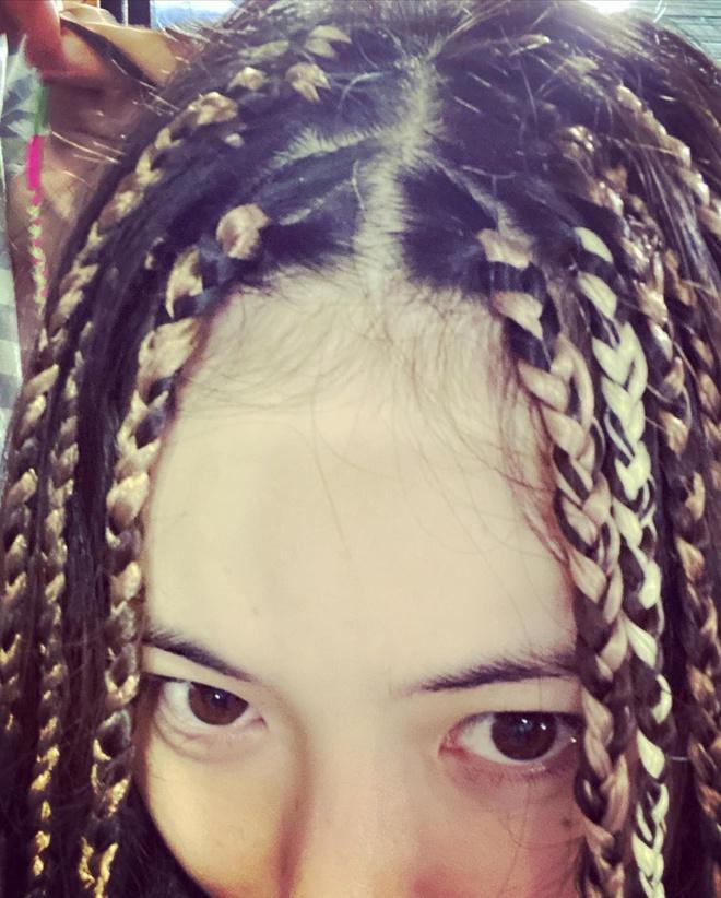 HyunA bị ném đá khi khoe ảnh tết tóc giống phụ nữ da màu-2