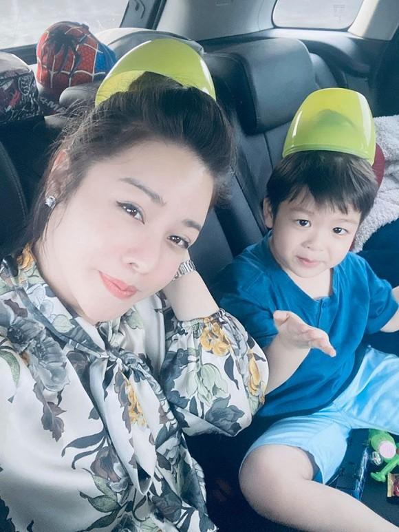 Giữa tranh chấp giành quyền nuôi con, Nhật Kim Anh thoải mái khoe ảnh đưa quý tử về quê ngoại-2