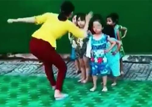 Giáo viên tát vào mặt trẻ trong lúc tập múa-1
