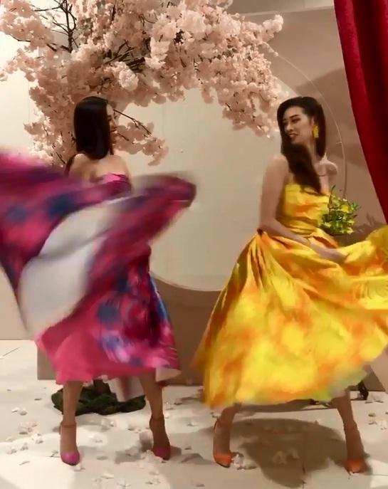 Tái hiện màn nắm tay trao giải, Hoa hậu Khánh Vân - Á hậu Kim Duyên tốc váy choảng nhau-2
