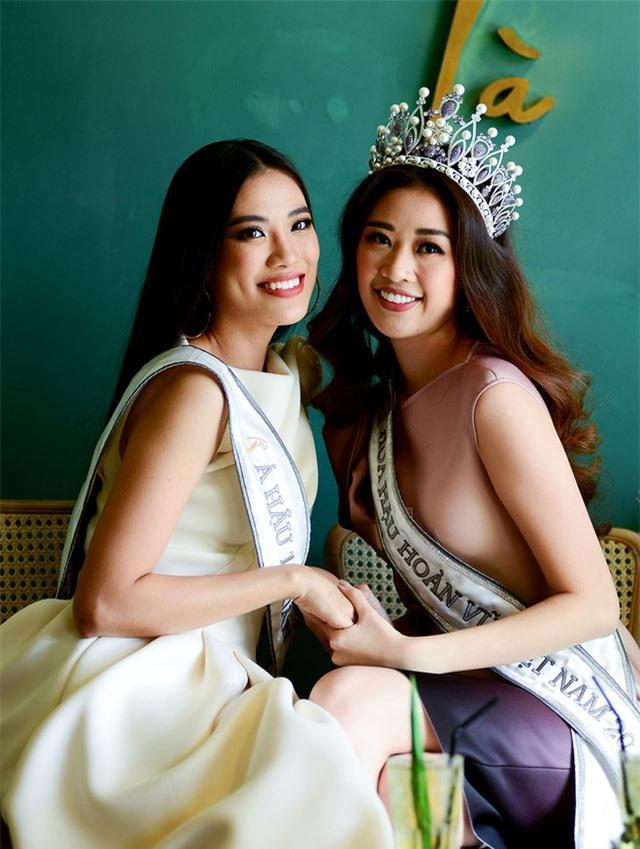 Tái hiện màn nắm tay trao giải, Hoa hậu Khánh Vân - Á hậu Kim Duyên tốc váy choảng nhau-12