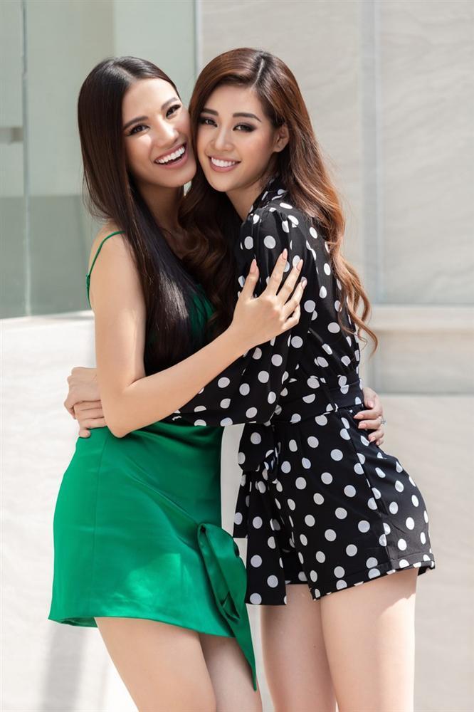 Tái hiện màn nắm tay trao giải, Hoa hậu Khánh Vân - Á hậu Kim Duyên tốc váy choảng nhau-13