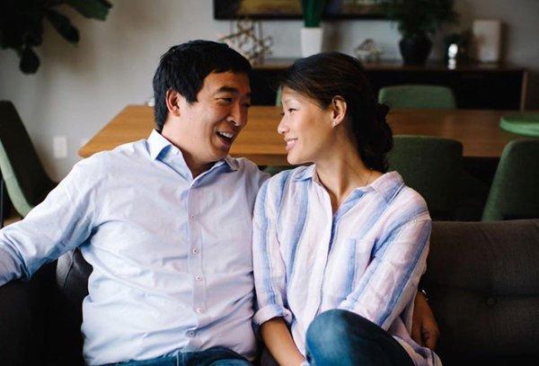 Vợ ứng cử viên tổng thống tiết lộ bị sàm sỡ khi khám thai, bác sĩ cố tình sờ soạng-1
