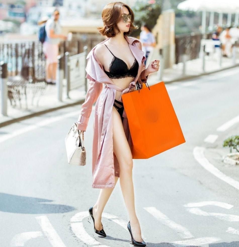 Ai cũng sắm Tết váy áo lộng lẫy, Ngọc Trinh hết mua đồ lót đến bikini che không nổi ngực-14
