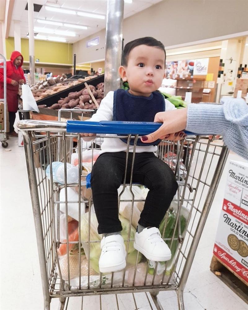 Phát sốt với biểu cảm cực cute của quý tử nhà Phạm Hương khi ăn chanh-6