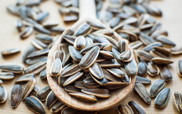 Cách chọn hạt dưa, hạt bí, hướng dương, hạt dẻ cực ngon cho Tết Canh Tý-2