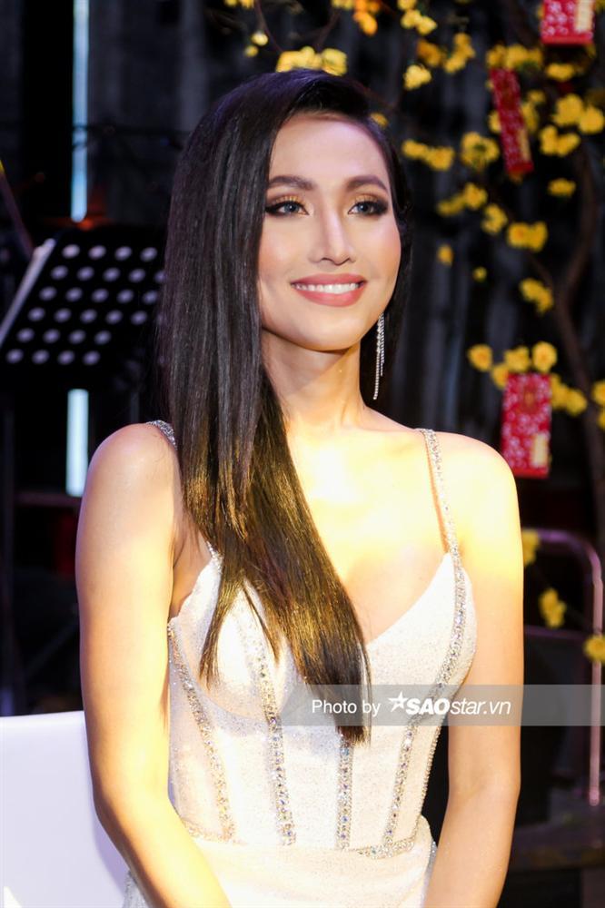 Hoài Sa chính thức là đại diện Việt Nam thi Miss International Queen, hát tiếng Anh đêm Tài năng-1