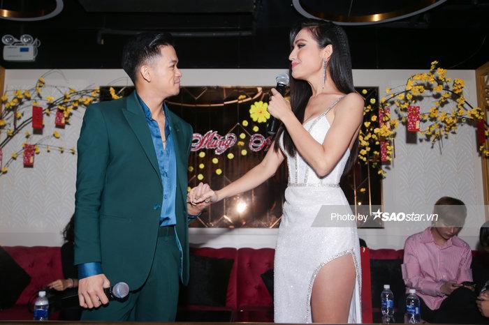 Hoài Sa chính thức là đại diện Việt Nam thi Miss International Queen, hát tiếng Anh đêm Tài năng-5