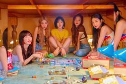 Red Velvet trở thành nhóm nhạc nữ Kpop lập triple crown đầu tiên của thập kỷ mới mà không cần biểu diễn