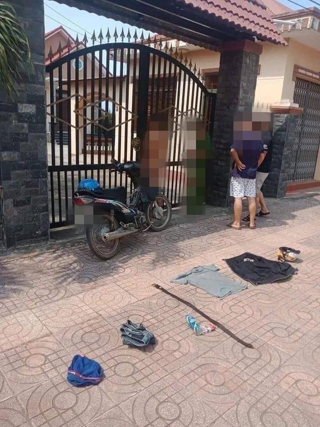 Người yêu bỏ đi lấy chồng, chàng trai Nam Định khỏa thân đứng trước cổng nhà ăn vạ-2