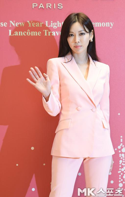 Suzy khoe vẻ đẹp xuất sắc lấn lướt dàn sao sau tin đồn mang bầu-15