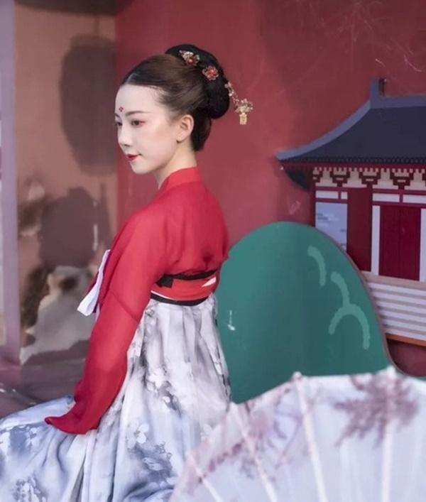 Vừa múa đẹp, vừa sở hữu vẻ tuyệt sắc giai nhân, cô gái kiếm bộn tiền trên phố-7