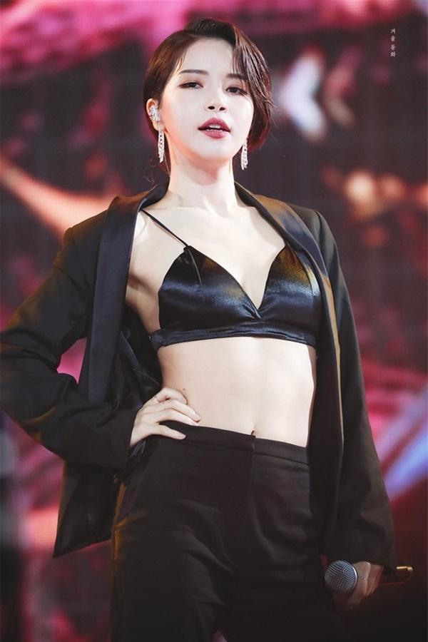 Main vocal quyễn rũ hàng đầu Kpop gây sốc khi tiết lộ né SM vì tự ti về ngoại hình, thử giọng gần 50 lần nhưng trượt gần hết!-2