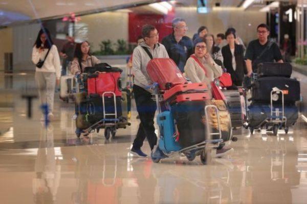2 du khách Trung Quốc bị sốt ở sân bay Đà Nẵng âm tính với virus gây viêm phổi cấp-1