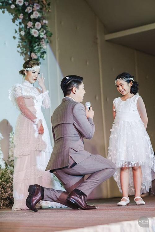 Cô dâu khóc nức nở trong đám cưới khi thấy chú rể làm điều này-1