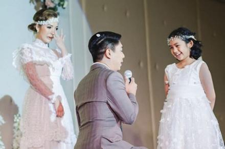 Cô dâu khóc nức nở trong đám cưới khi thấy chú rể làm điều này
