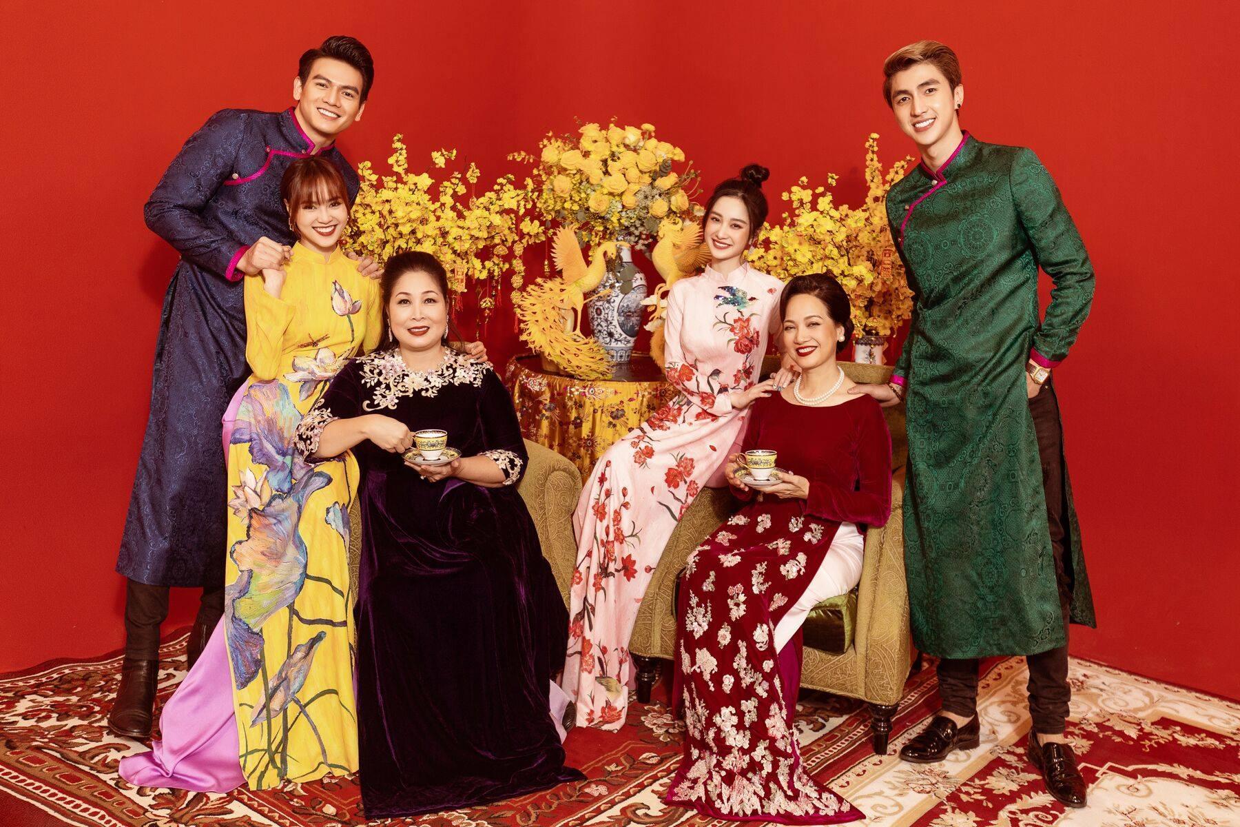 Đạo diễn Gái già lắm chiêu 3 gay gắt phủ nhận nghi vấn đạo nhái Crazy rich Asians-2