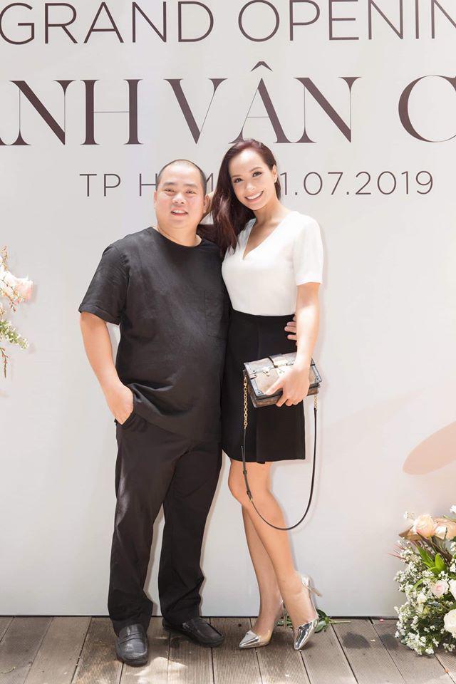 Minh Khang và Thúy Hạnh: cặp vợ chồng số 10 dù chênh lệch vóc dáng nhưng luôn đồng điệu thời trang-2