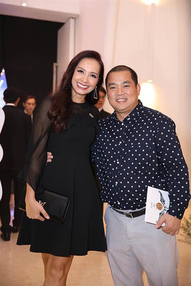 Minh Khang và Thúy Hạnh: cặp vợ chồng số 10 dù chênh lệch vóc dáng nhưng luôn đồng điệu thời trang-4