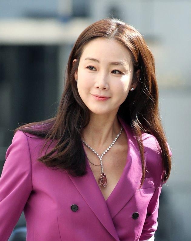 Đang mang thai, Choi Ji Woo vẫn tham gia phim Hạ cánh nơi anh của Son Ye Jin - Hyun Bin-1