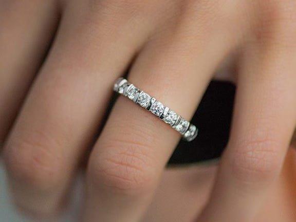 Nhẫn đính hôn của cháu gái công nương Diana, Kitty Spencer trị giá gần 4 tỷ VNĐ-3