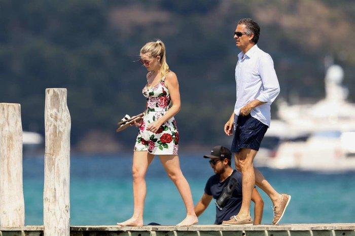Nhẫn đính hôn của cháu gái công nương Diana, Kitty Spencer trị giá gần 4 tỷ VNĐ-4