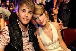 Justin Bieber bị yêu cầu rời phòng tập gym vì Taylor Swift