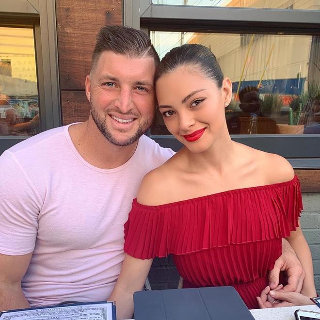 Hoa hậu Hoàn vũ 2017 kết hôn với tuyển thủ bóng chày-9