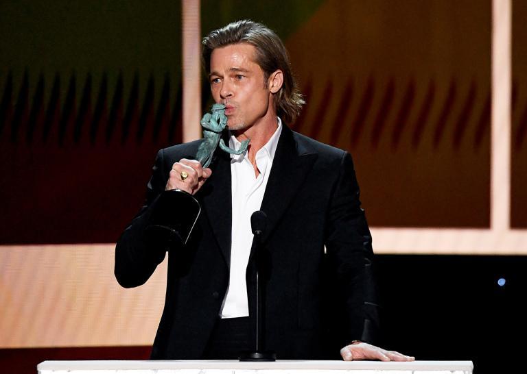 Brad Pitt nắm chặt tay Jennifer Aniston, rộ tin tái hợp-1