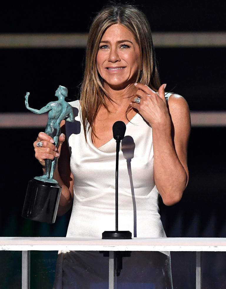 Brad Pitt nắm chặt tay Jennifer Aniston, rộ tin tái hợp-3