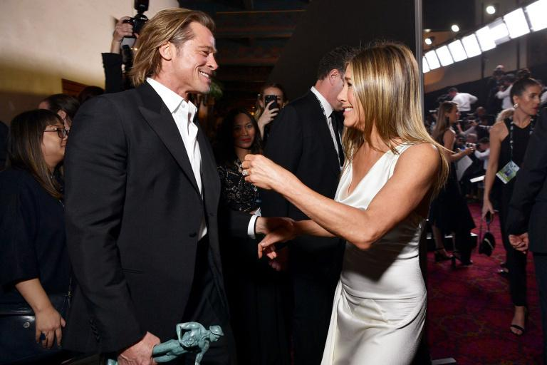 Brad Pitt nắm chặt tay Jennifer Aniston, rộ tin tái hợp-4