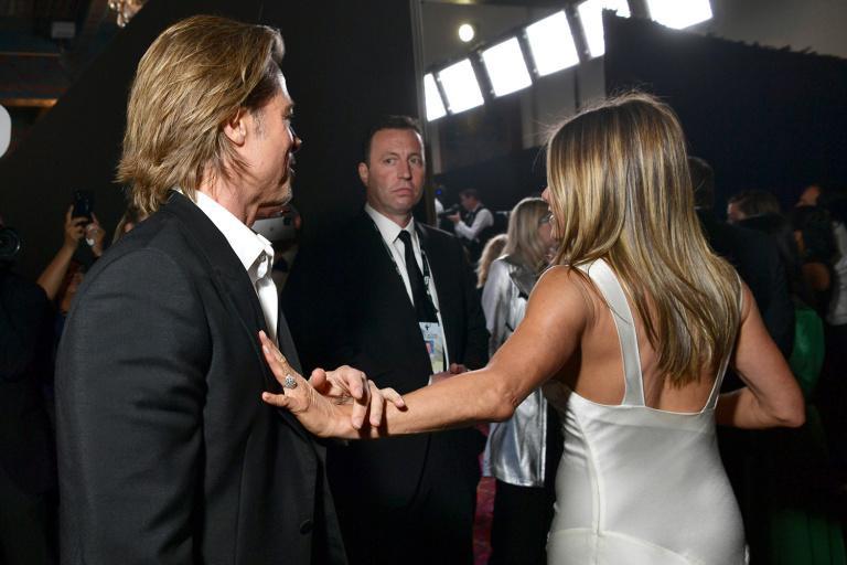 Brad Pitt nắm chặt tay Jennifer Aniston, rộ tin tái hợp-5