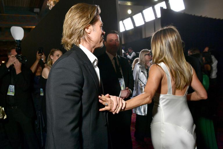 Brad Pitt nắm chặt tay Jennifer Aniston, rộ tin tái hợp-6