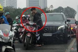 Lan truyền hình ảnh Đỗ Duy Mạnh va chạm xe ở cầu vượt Thái Hà, diễn biến sau đó mới hồi hộp