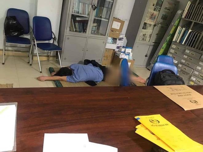 Xôn xao thông tin nam bác sĩ không mặc quần dài ôm nữ sinh viên ngủ trong ca trực-1