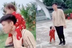 Quế Ngọc Hải dẫn con gái đi chợ Tết chọn hoa đào